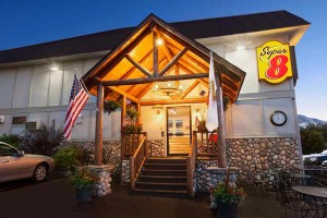 Super 8 Cody - pets welcome :: Located in the heart of Cody's downtown among restaurants, attractions & shopping. Only 50 miles east of Yellowstone. Senior & group discounts. One, two or three-bed rooms.