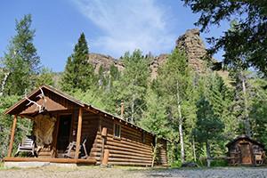Absaroka Mountain Lodge: Cabins & Horseback Rides